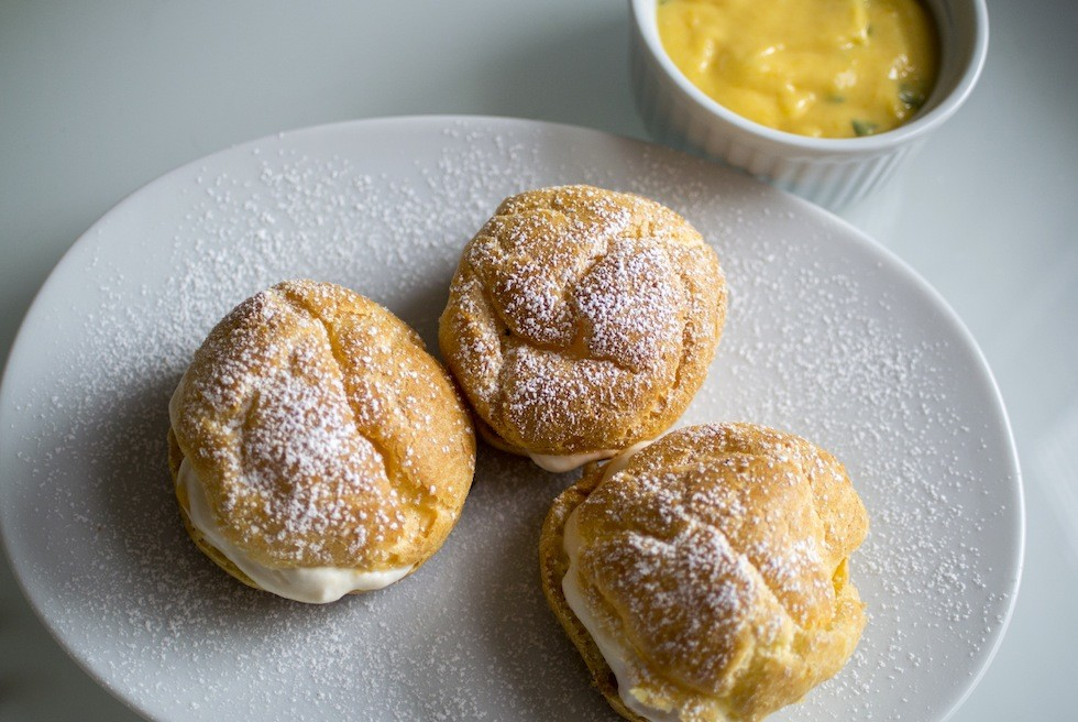 Mango-filled cream puffs with mango-mojito sauce