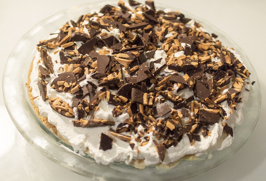 Pumpkin ice cream pie with chocolate-almond bark | Gastronomical ...